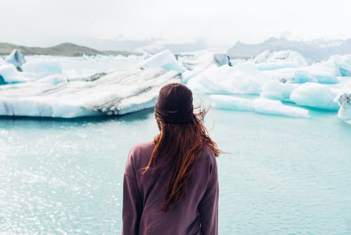 žena u ledové kry