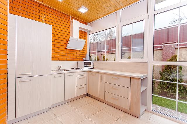 moderní kuchyně, výhled od zahrady