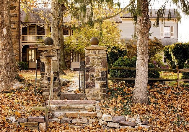 zahrada, kamenná branka