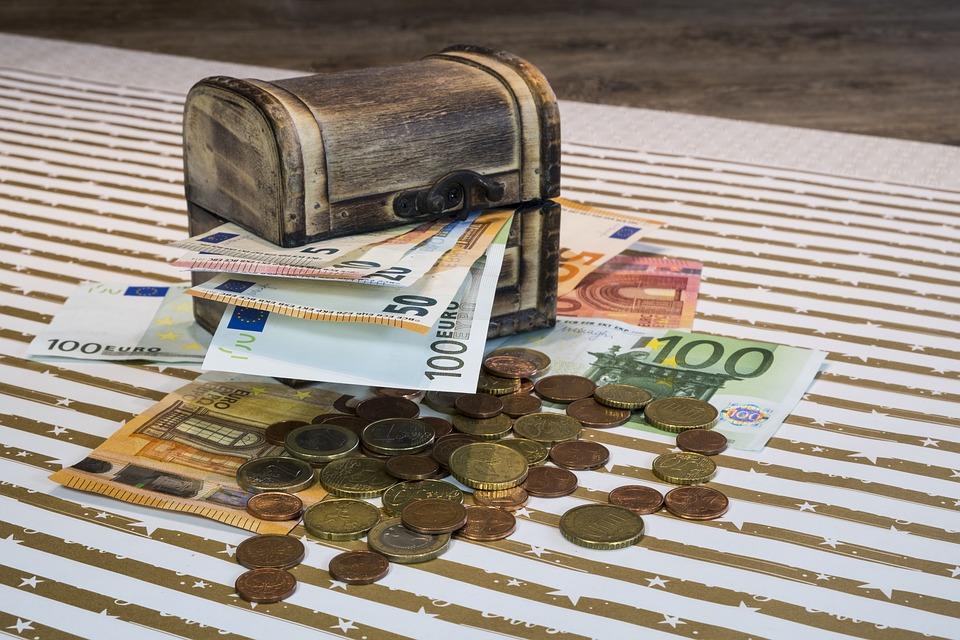 truhlička s eury
